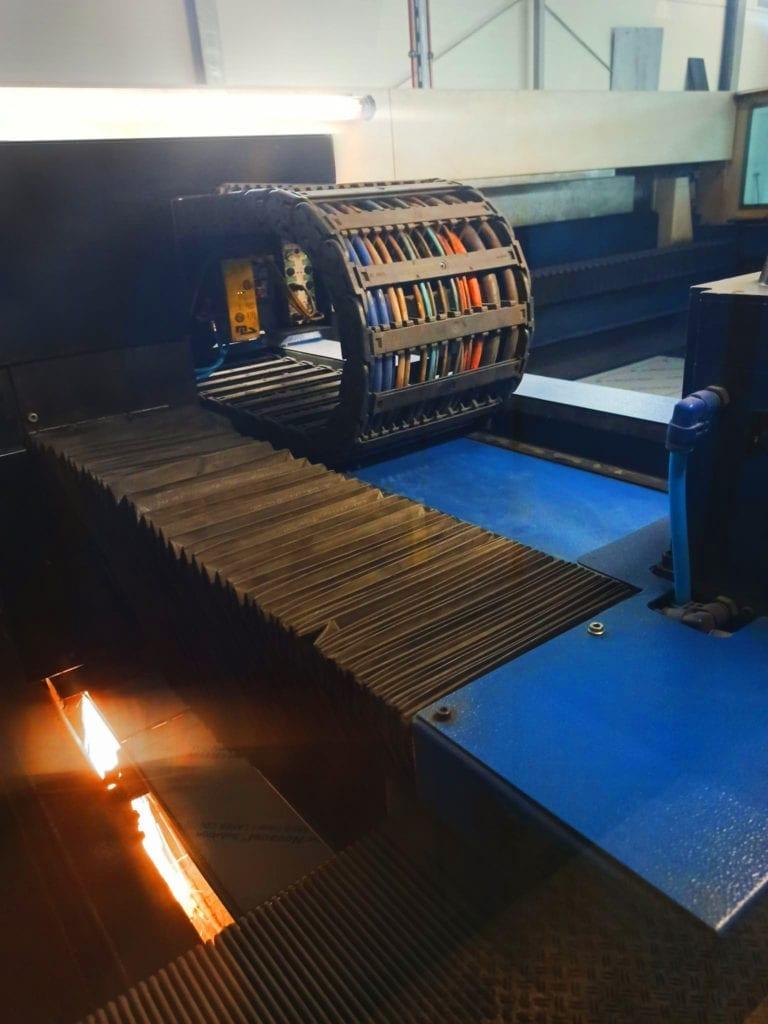Laser do obróbki blach TRUMPF L3050 podczas pracy
