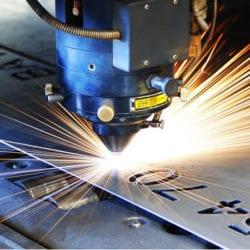 Laserowe wycinianie numerów w blasze stalowej