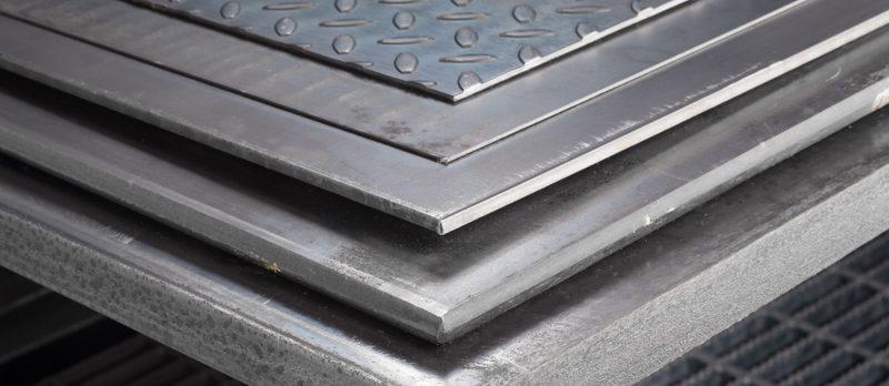 Blachy wykonane ze stali wykorzystywane do produkcji elementów za pomocą cięcia laserem