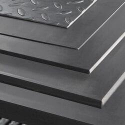 Blachy stalowe wykorzystywane do produkcji elementów ciętych laserem
